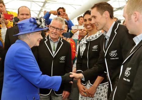 Фоторепортаж   о посещении  королевы Елизаветы II Олимпийского парка. Фото: John Stillwell - WPA Pool/Getty Images