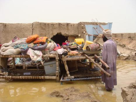 Наводнения в Пакистане стали причиной многочисленных жертв. Фоторепортаж. Фото: ARIF ALI /RIZWAN TABASSUM/AFP/Getty Images