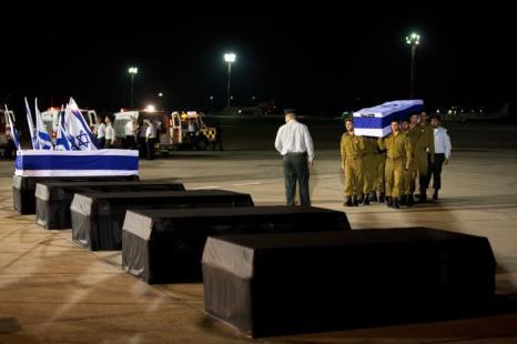 Фоторепортаж о церемонии поминовения погибших израильтян в результате взрыва  автобуса  в Болгарии. Фото: Uriel Sinai/Getty Images
