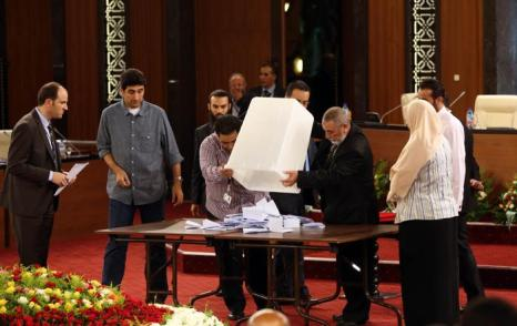 Национальная ассамблея Ливии выбрала нового президента — Мохаммеда Магарифа 9 августа 2012 г. Фото: MAHMUD TURKIA/AFP/GettyImages)