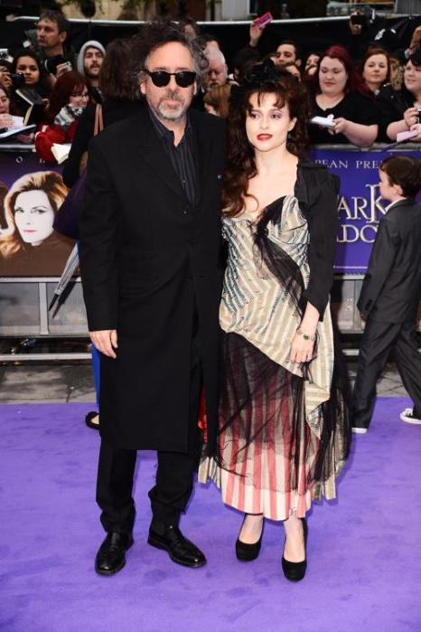 Знаменитости на британской премьере фильма «Мрачные тени» (Dark Shadows) 9 мая в Лондоне. Тим Бёртон  (Tim Burton) и Хелена Бонем Картер (Helena Bonham). Фоторепортаж. Фото: Ian Gavan/Getty Images