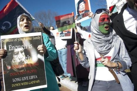 Сейф аль-Ислам Каддафи пытается предотвратить беспорядки в Ливии. Фото: MOHAMMAD HUWAIS/AFP/Getty Images