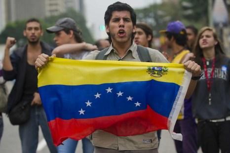 В ходе протестов в Венесуэле погибли 7 человек. Фото: RAUL ARBOLEDA/AFP/Getty Images