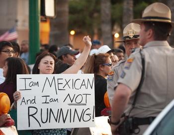 Демонстрация против ужесточения миграционного законодательства. Фото: PAUL J. RICHARDS/AFP/Getty Images