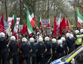 Демонстранты возле посольства Ирана. Фото: JONAS EKSTROMER/AFP/Getty Images