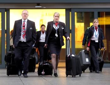 Бортпроводники компании British Airways. Фото: Oli Scarff/Getty Images