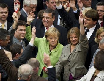 Бундестаг одобрил ассигнования в стабфонд ЕС. Фото: MICHAEL KAPPELER/AFP/Getty Images