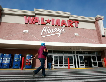 Компанию Wal-Mart обвинили в ущемлении прав сотрудниц. Фото: Justin Sullivan/Getty Images