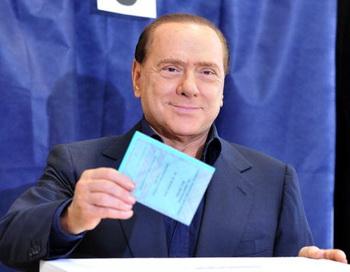 Премьер-министр Италии Сильвио Берлускони на региональных выборах в Милане. Фото: GIUSEPPE CACACE/AFP/Getty Images