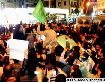 Демонстрации протеста в Александрии и Каире продолжаются. Фото с сайта: svobodanews.ru