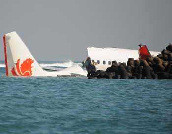 Найдены самописцы упавшего на Бали индонезийского самолёта. Фото: SONNY TUMBELAKA/AFP/Getty Images