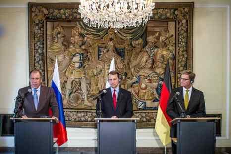 Встреча министров иностранных дел России, Германии и Польши состоялась в Варшаве. Фото: WOJTEK RADWANSKI/AFP/Getty Images