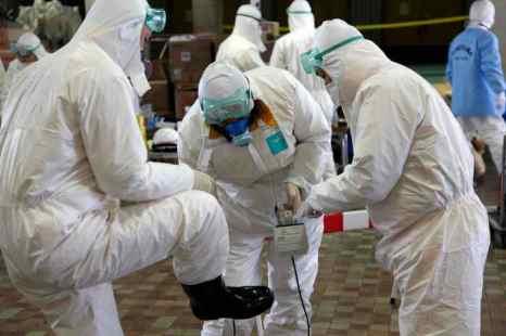 До тридцати увеличилось число сотрудников японской лаборатории, получивших более чем годовую дозу облучения. Фото: GO TAKAYAMA/AFP/Getty Images
