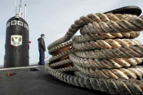 Серийная атомная подводная лодка (АПЛ) «Владимир Мономах» начала подготовку к выходу в море. Фото: ALEXANDER NEMENOV/AFP/Getty Images