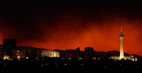 Пожар добрался до Лас-Вегаса 10 июля 2013 года. Фото: Ethan Miller/Getty Images