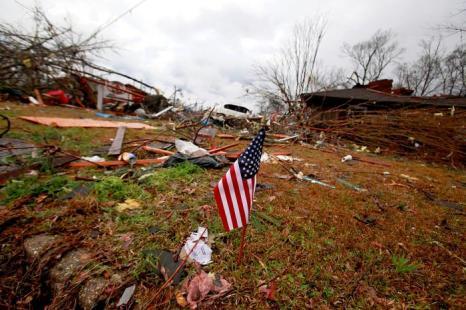 Последствия смерча в городе Хаттисберге, наиболее пострадавшем. Фото: Sean Gardner/Getty Images