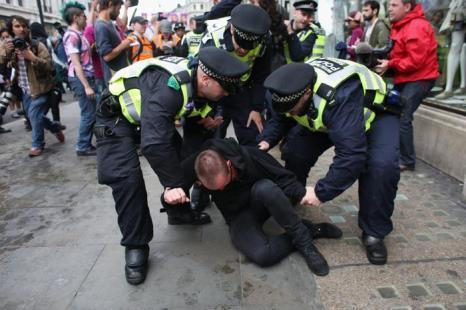 Акция антиглобалистов и анархистов против саммита G8 прошла в Лондоне. Фото: Oli Scarff/Getty Images