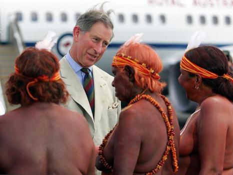 Принц Чарльз и аборигены Австралии в 2005 году. Фото: BLACKWOOD/AFP/Getty Images