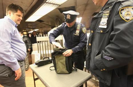 Меры безопасности усилили в Нью-Йорке после теракта в Бостоне. Фото: Mario Tama / Getty Images