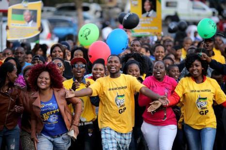 Международный день Нельсона Манделы отметили в Южно- Африканской Республике (ЮАР) 18 июля 2013 года, когда легендарному борцу с апартеидом исполнилось 95 лет. Фото: Christopher Furlong/Getty Images