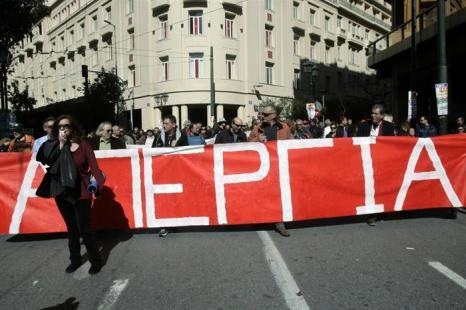 Десятки тысяч человек бастуют в Афинах. Фото: Milos Bicanski/Getty Images