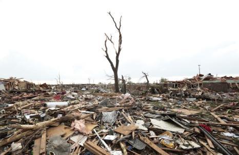 Торнадо в Оклахома-Сити оказался мощнее атомной бомбы, сброшенной на Хиросиму. Фото: Brett Deering/Getty Images