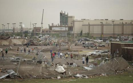 Город Мур в Оклахоме после мощнейшего торнадо 20 мая 2013 года. Фото: Brett Deering/Getty Images