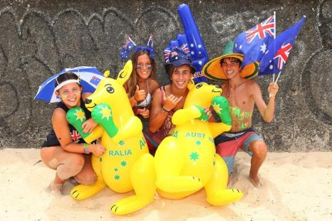 День Австралии отмечают на пляже Бонди. Фото: Brendon Thorne / Getty Images