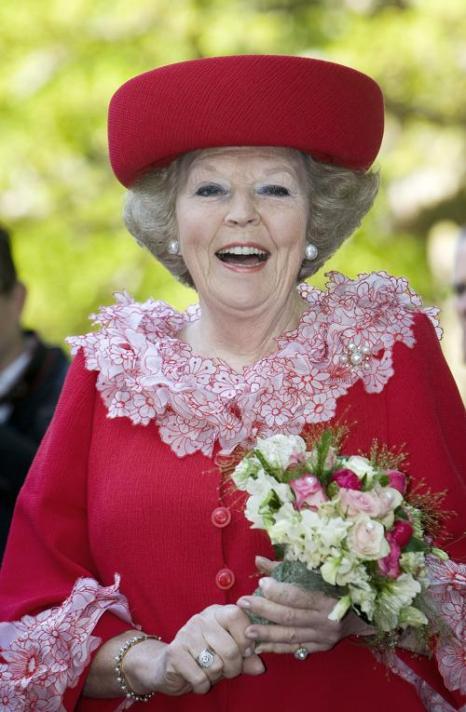 Королева Беатрикс во время празднования Дня королевы в Апелдорне 30 апреля 2009 года, до покушения. Фото: LEX VAN Lieshout / AFP / Getty Images