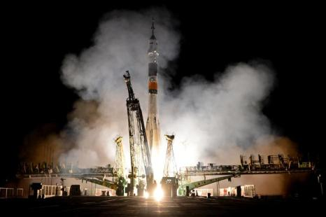 Новая экспедиция космонавтов отправилась на МКС. Фото: KIRILL KUDRYAVTSEV/AFP/Getty Images