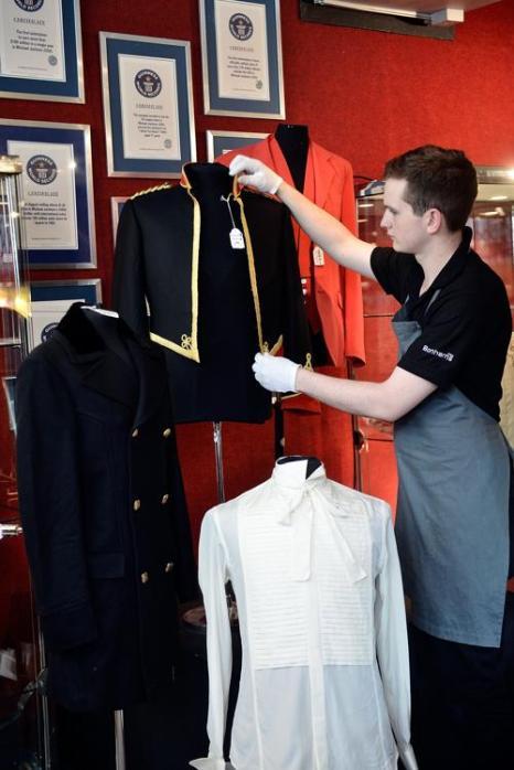 Коллекция курток Майкла Джексона на аукционе Bonhams. Фото: Bethany Clarke/Getty Images