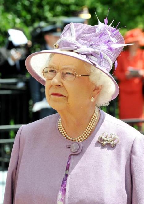 Королева Елизавета II официально представила Мемориал бомбардировочной авиации в Лондоне. Фото: John Stillwell - WPA Pool/Getty Images