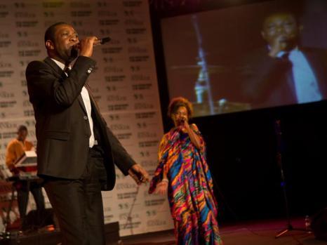 Выступление знаменитого африканского певца  Юссу Н'Дур на вечере «Сделано в Африке». Фото: Didier Baverel/Getty Images for Made in Africa Foundation
