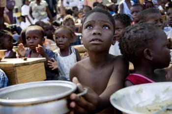 После землетрясения тысячи детей остались без крова и без родителей. Фото: Marco Dormino/MINUSTAH via Getty Images