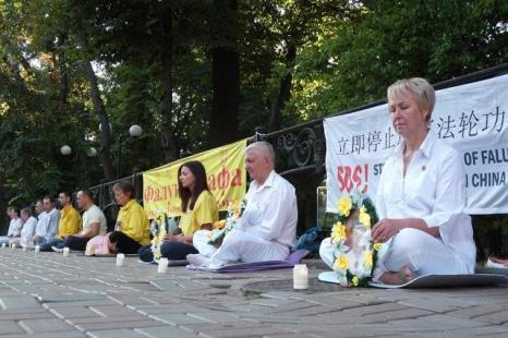 Киев, Украина. Акция сторонников Фалуньгун, приуроченная к годовщине начала репрессий Фалуньгун в Китае. Июль 2012 год. Фото: The Epoch Times