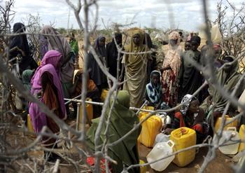 У острова Лампедузы погибли около 250  беженцев из Сомали. Фото:TONY KARUMBA/AFP/Getty Images