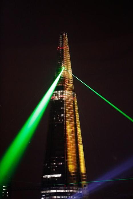 Лазерное шоу к открытию самого высокого небоскрёба в Европе, The Shard в Лондоне 5 июля 2012 г. Фото: Matthew Lloyd/Getty Images