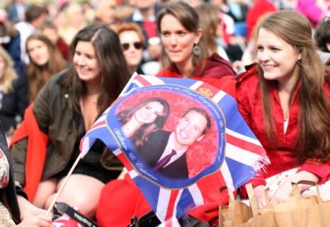Народные гуляния после свадебной церемонии принца Уильяма и Кейт Миддлтон. Фото: Alex Livesey, Ian MacNicol, Mark Thompson/Getty Images