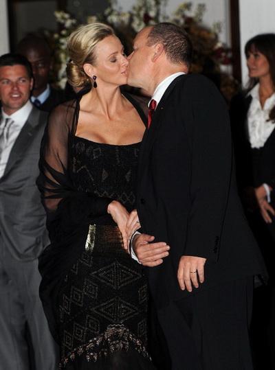 Фоторепортаж о посещении званого ужина князем Монако Альберта II и княгиней Шарлин. Фото: Jasper Juinen/Getty Images