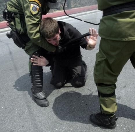 Фоторепортаж с места столкновения между протестующими и полицией в Греции. Фото: Milos Bicanski/Getty Images