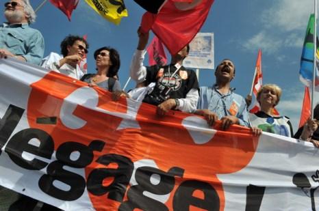 Фоторепортаж об акции протеста против предстоящего саммита G8 во Франции. Фото: AFP PHOTO/ALAIN JOCARD