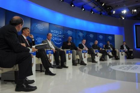Эксперты на международном экономическом форуме в Давосе дали мрачный прогноз на развитие мировой экономики. Фото: ERIC PIERMONT/AFP/Getty Images