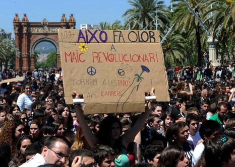 Испания находится на грани второй рецессии. Демонстрация студентов. Фото:  LLUIS GENE/AFP/GettyImages)