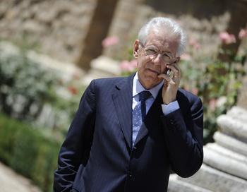 Глава итальянского правительства Марио Монти. Фото:  LIONEL BONAVENTURE/AFP/GettyImages