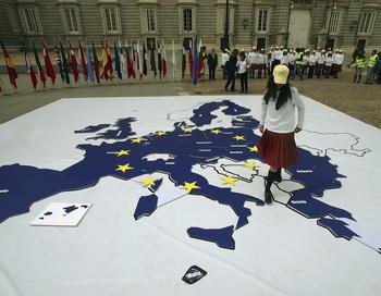 Европейский год активного старения и солидарности поколений. День Европы в Испании. Фото: Denis Doyle/Getty Images