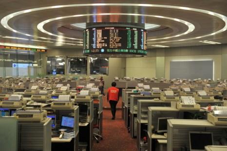 На фондовых торгах в Гонконге. Фото:  aaron tam/AFP/Getty Images