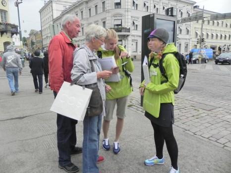 Туристические помощники — гиды. Хельсинки. 12.06.2013. Фото: Лариса Кононова/Великая Эпоха (The Epoch Times)
