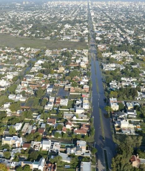 Наводнение в Аргентине нанесло ощутимые убытки. Фото: JUAN MABROMATA/AFP/Getty Images