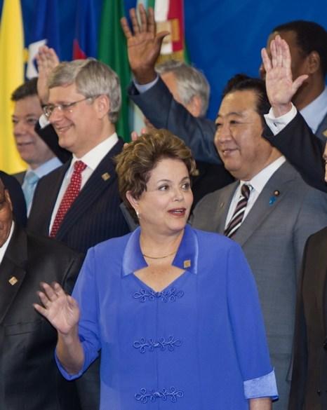 Участники встречи G20 в Лос-Кабосе, Мексика. На переднем плане — президент Бразилии Дилма Руссеф. Фото:  PAUL J. RICHARDS/AFP/GettyImages