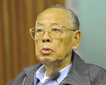 Бывший министр иностранных дел красных кхмеров Иенг Сари во время судебного процесса в Камбодже. Фото: stern.de